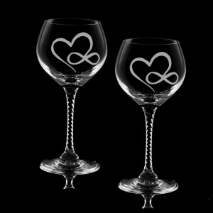 2 wine glasses with etched hearts